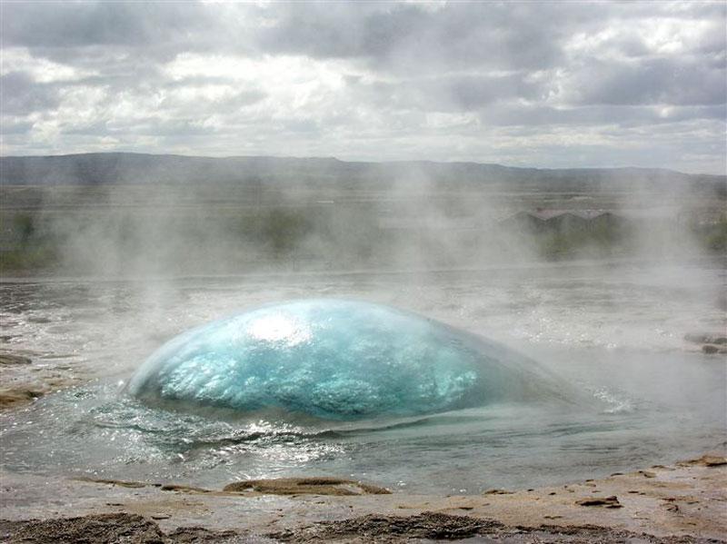 Pre geyser eruption